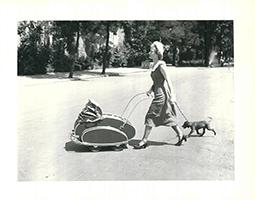 Friedrich Seidenstücker: Spaziergang in der Ahornstraße, Berlin 1950